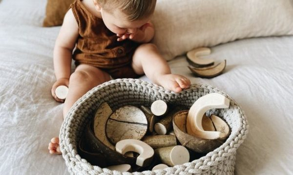 how to use a treasure basket for babies
